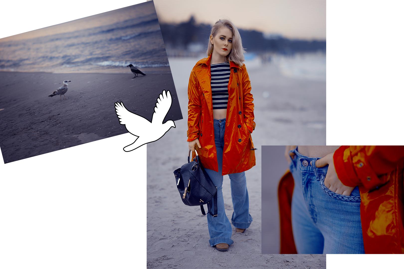 Fashion Bloggerin Christina Key aus Berlin trägt einen roten Mantel in Lack Optik am Strand von der Ostsee