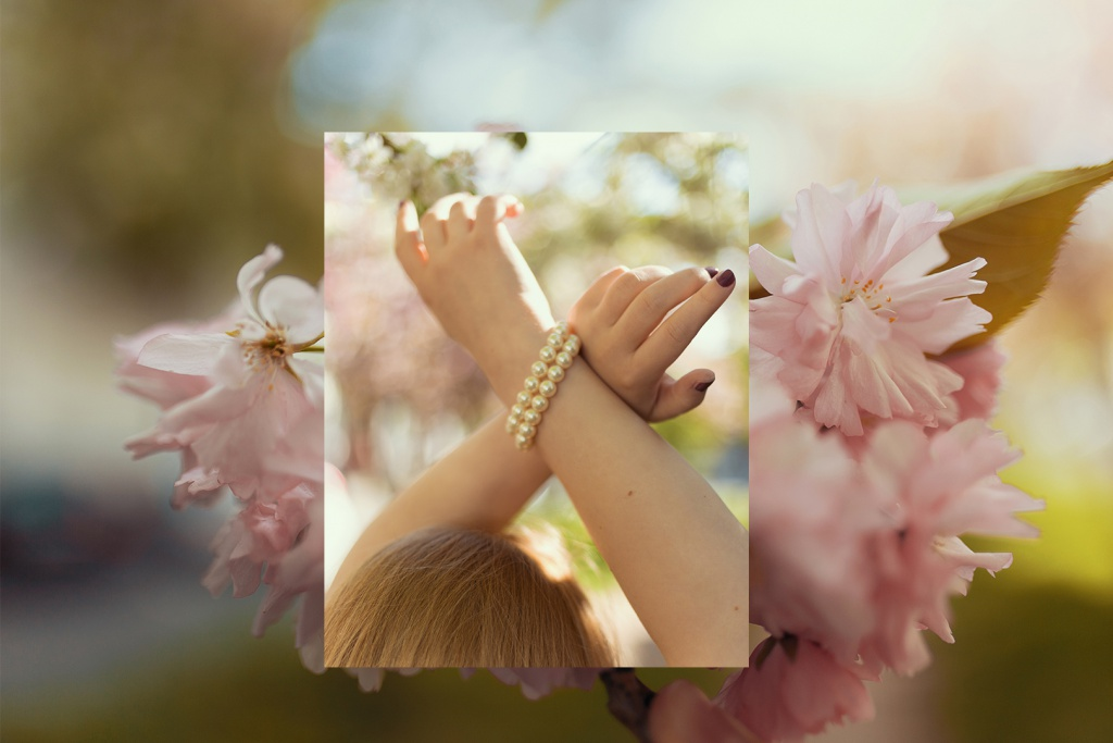 Schönes Armband mit weißen Perlen