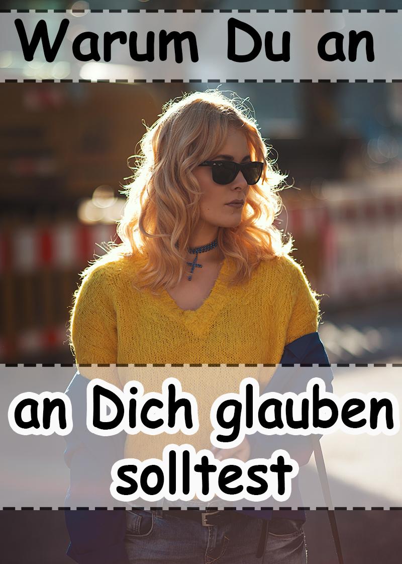 Cooles Outfit mit Jeans im Used Look, gelbem Pullover und royalblauem Blazer