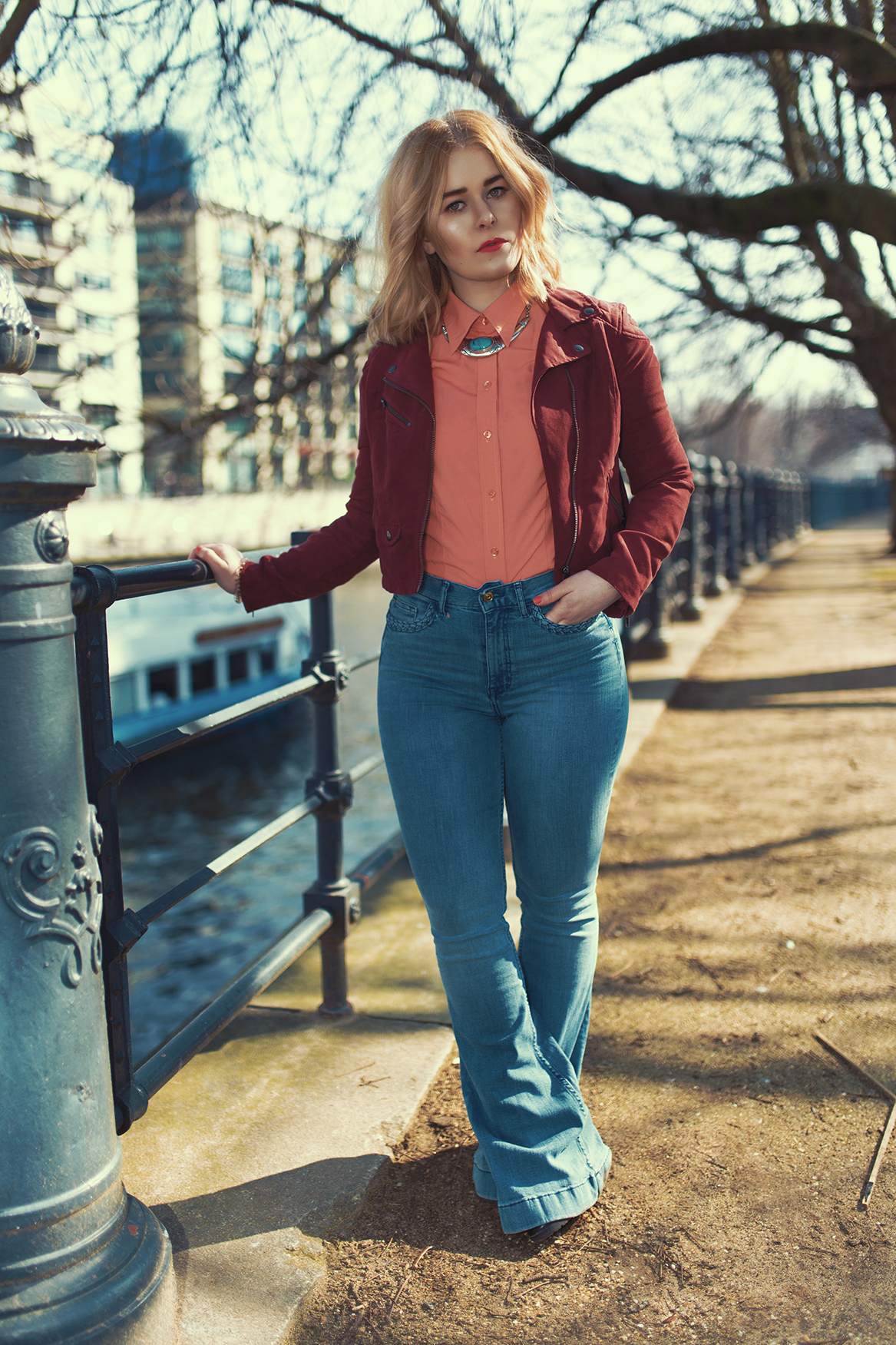 outfit-jeans-bluse-samtjacke