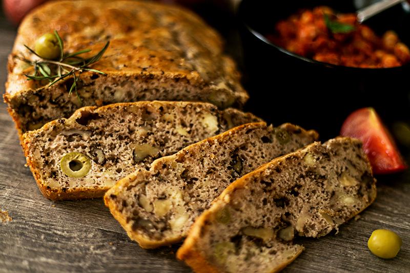 Feta Walnuss Brot mit Oliven und Feta Käse
