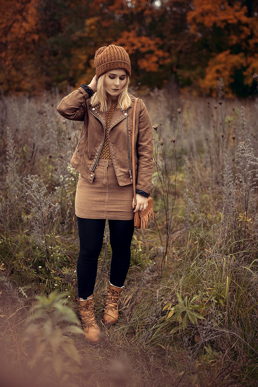 christina key traegt einen braunen cordrock herbst outfit