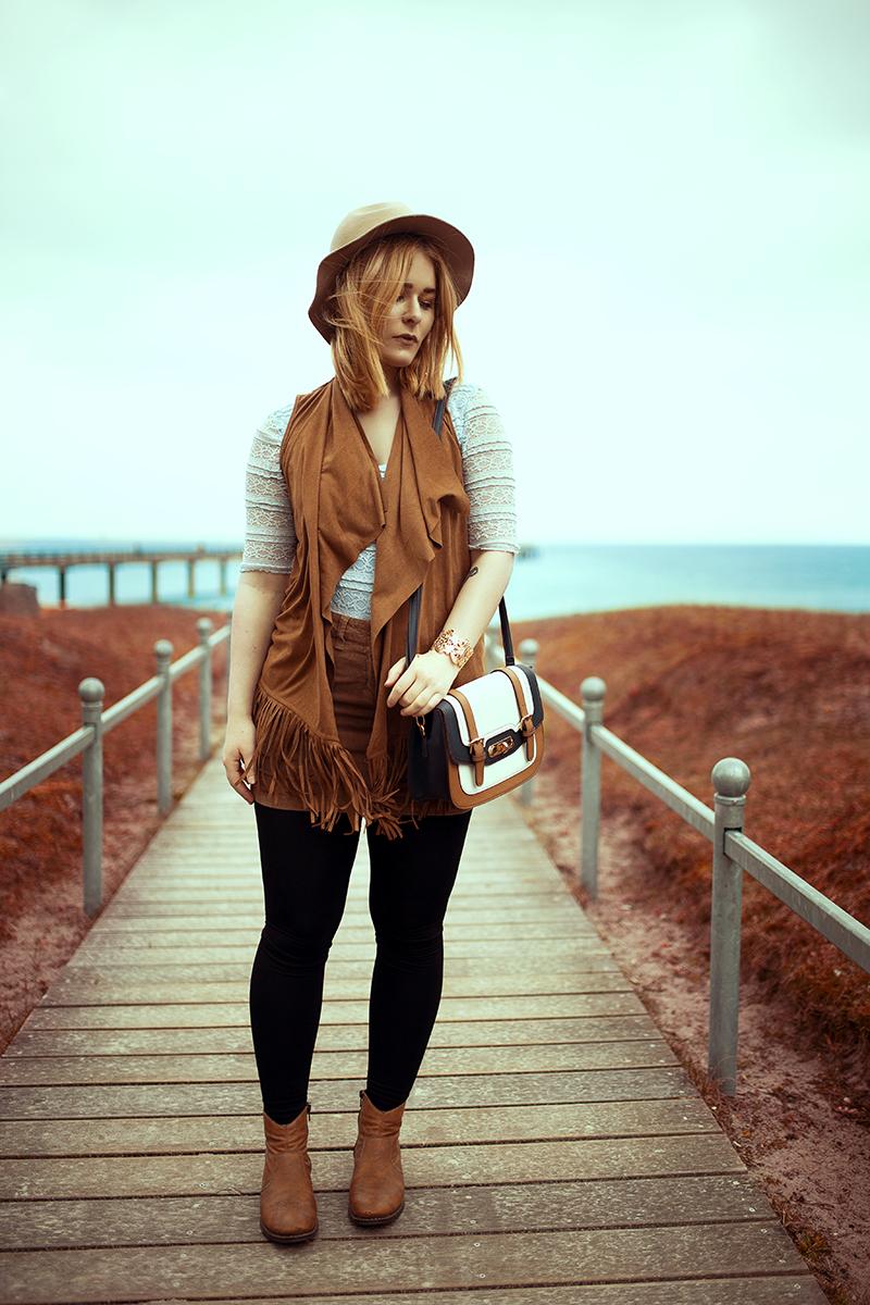 outfit-fransenweste-cord-rock-christina-key