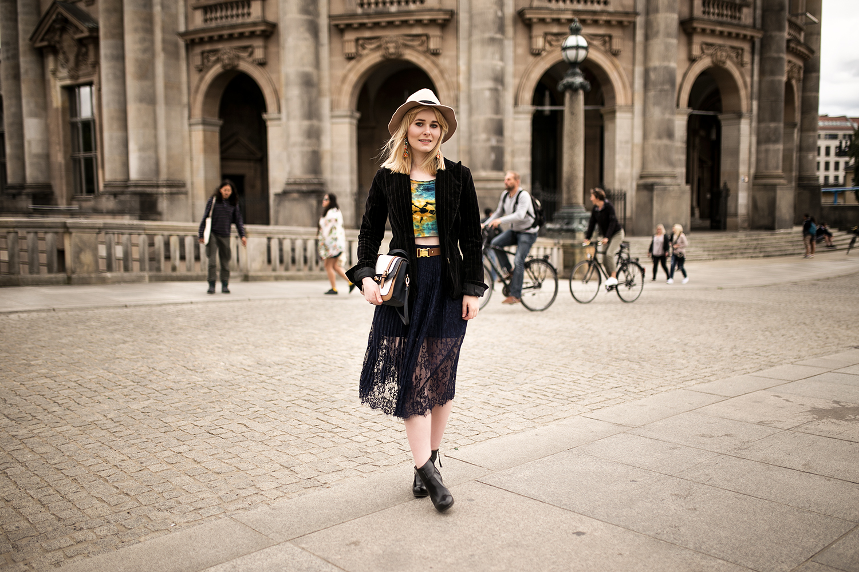 spitzenrock-blazer-high-heels-outfit