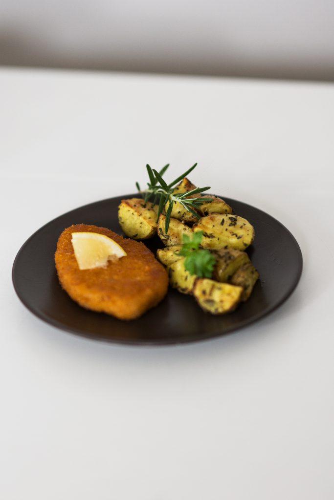 Veggie Schnitzel mit Rosmarin Kartoffeln