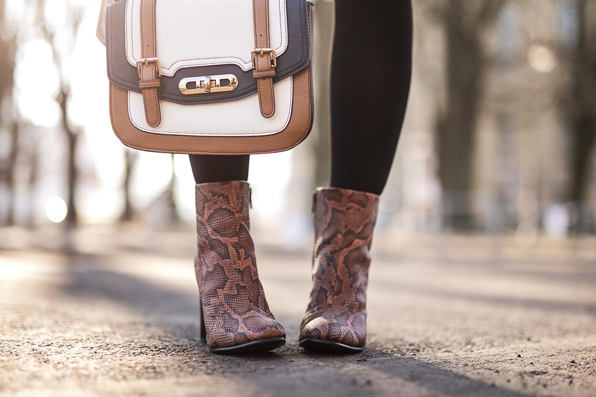 Outfit Boots Schlangenleder Optik