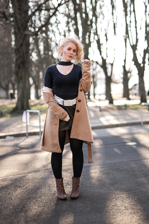 outfit mit mantel und rock