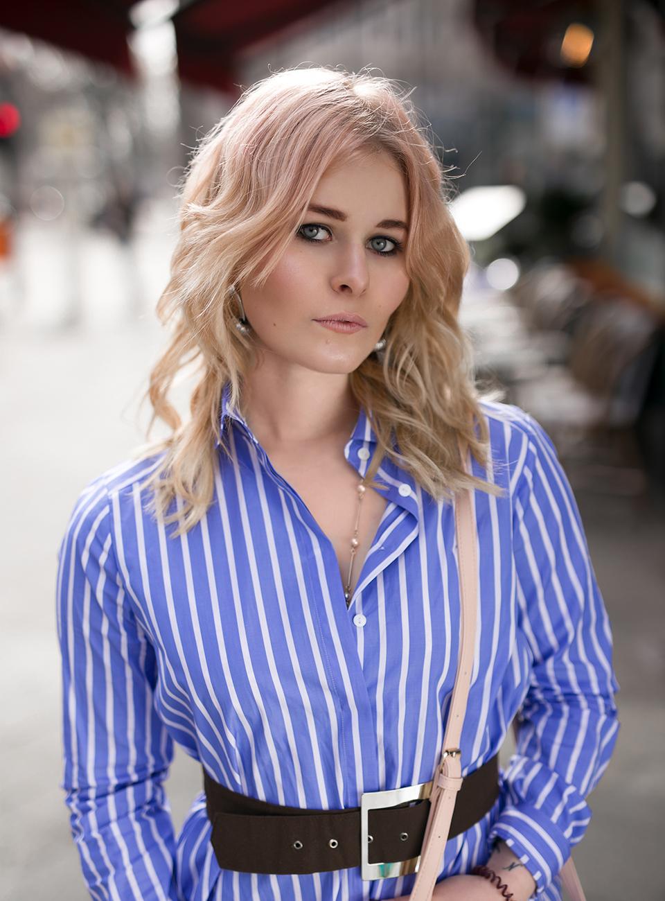 Christina Key trägt eine Bluse von Eterna