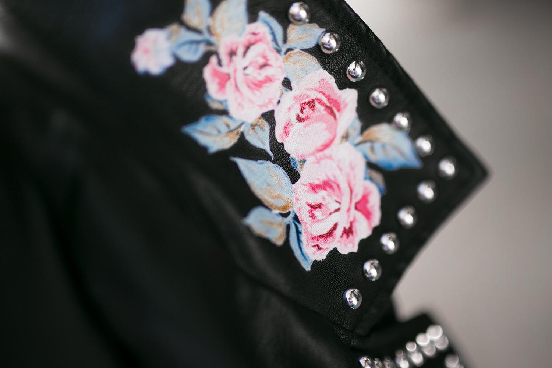 Lederjacke mit Rosen und Nieten