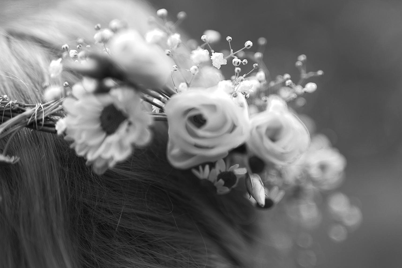Blumenkranz mit weißen Blumen