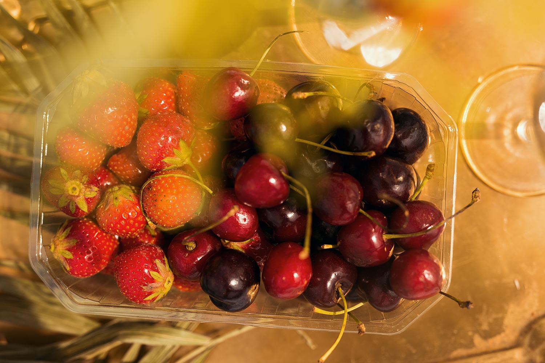 Kirschen und Erdbeeren