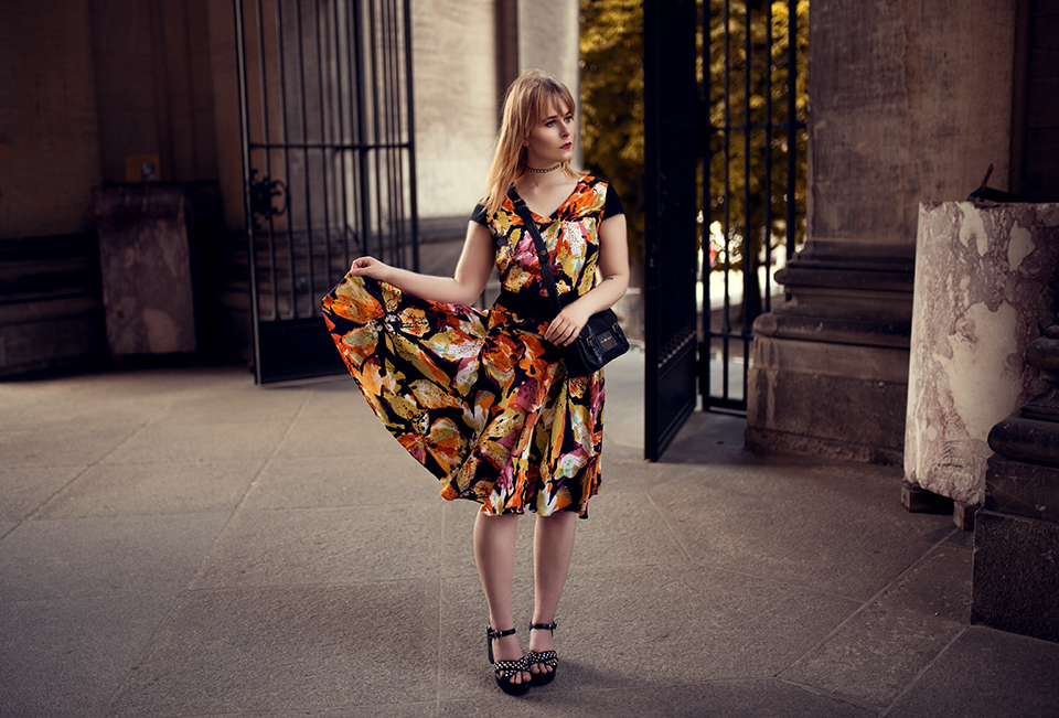Knielanges Kleid mit Floral Print