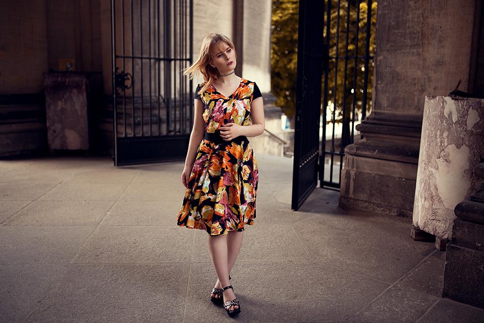 Schönes Sommerkleid mit Blumen Muster