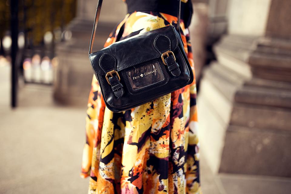 Schwarze Tasche im Retro Stil