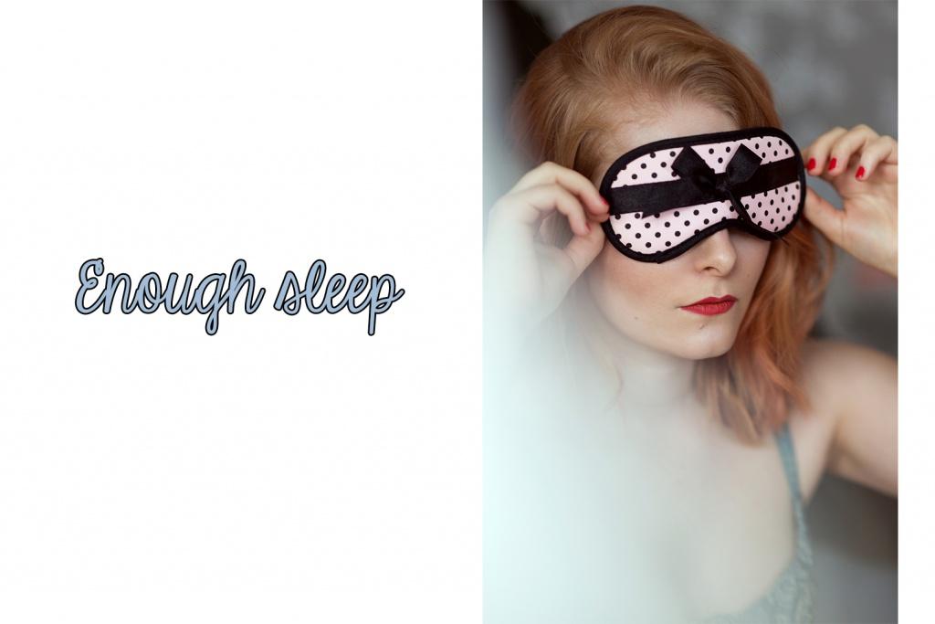 Schlafen mit einer Schlafmaske