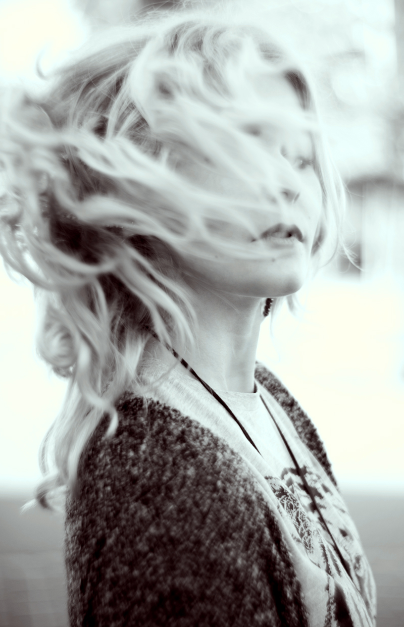 christina-key-portrait-blonde-haare