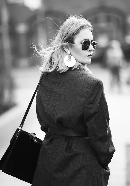 christina-key-traegt-ein-jacket-von-yves-saint-laurent