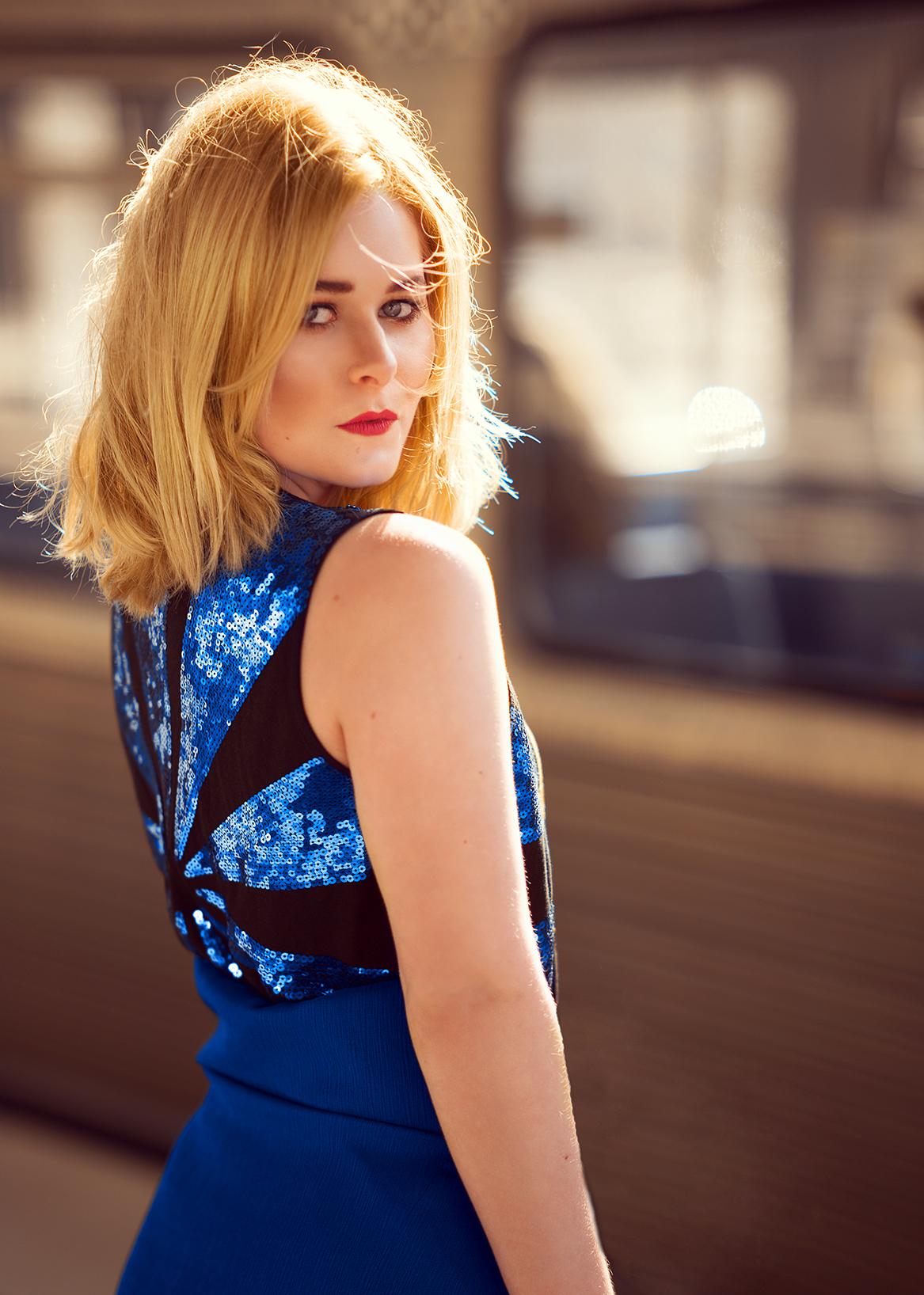 portrait-christina-key-blaues-kleid