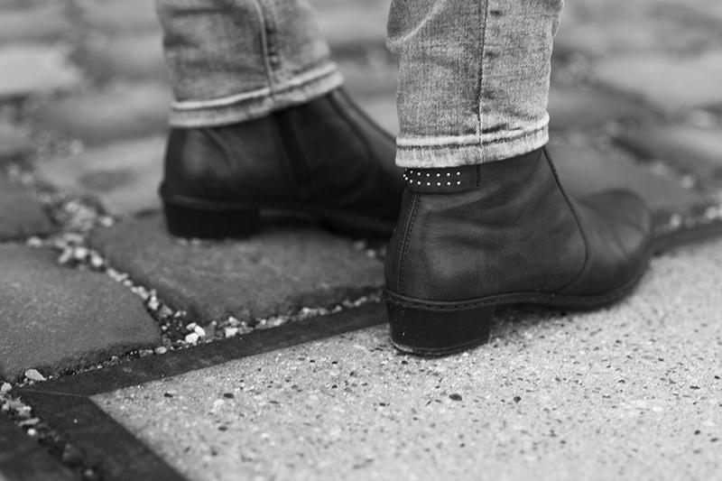 Angesagte-Cowboy-Boots-mit-Nieten