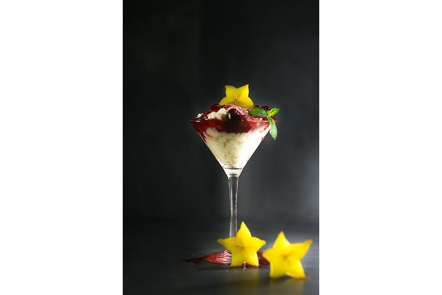 Kokos Panna Cotta mit Erdbeer Litschi Soße