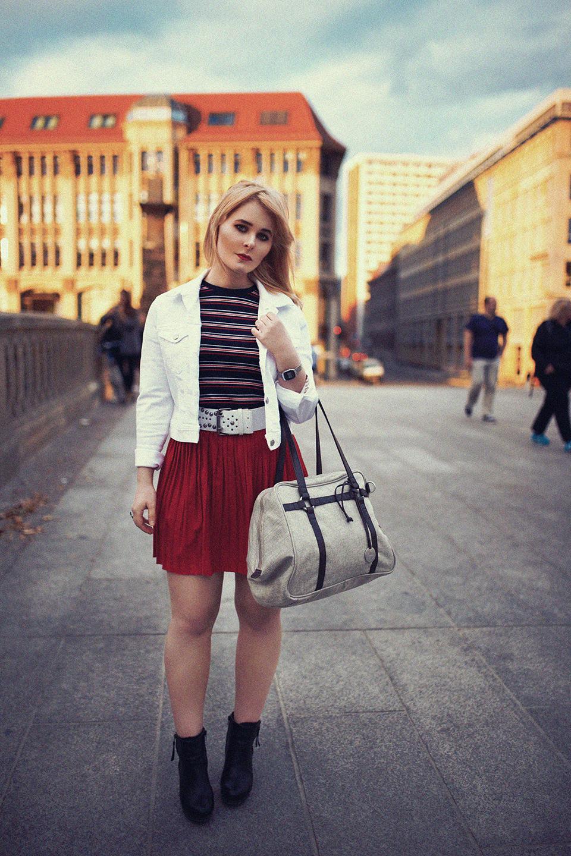 outfit-mit-rock-und-jeansjacke