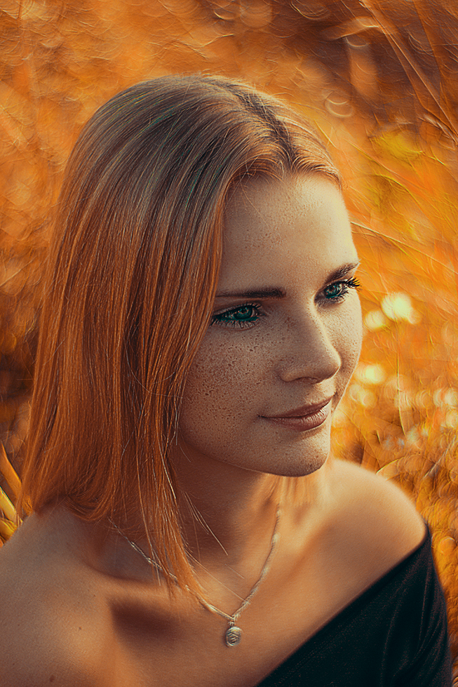 swirly-bokeh-woman-blonde-porrtrait-by-christina-key