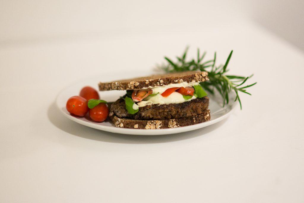 vegetarischer-burger-mit-mozarella