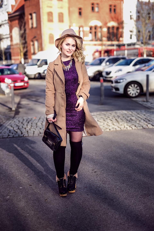 Outfit Glitzer Kleid Overknees
