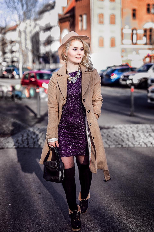 Outfit Kleid Mantel Hut