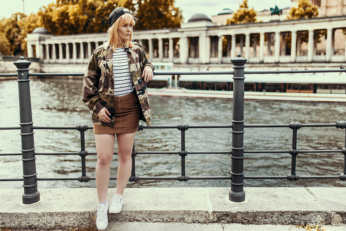 Outfit mit Army Jacke und Cord Rock