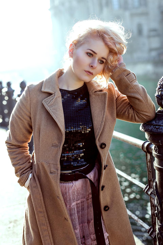 Rosa Spitzenrock Outfit