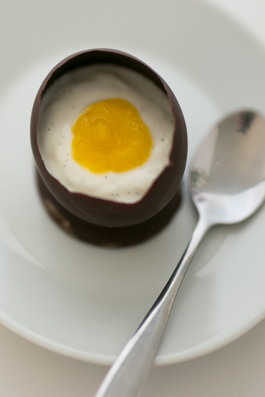 Schokoladen Ei mit Mango