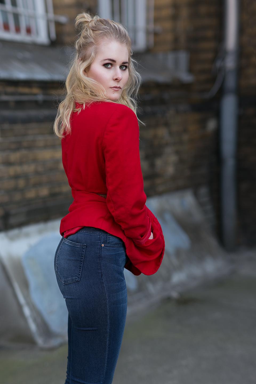 Roter Blazer 80er Style