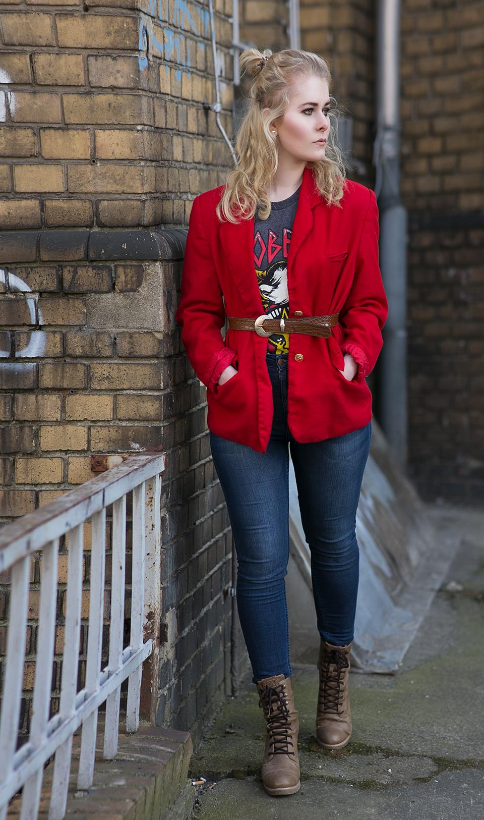 Roter Blazer mit Jeans