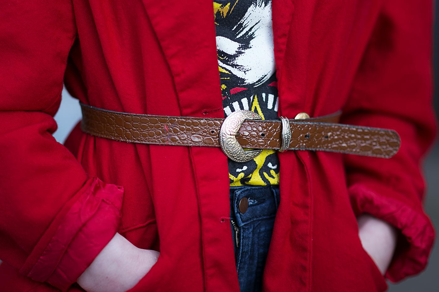 Roter Blazer mit Taillen Gürtel