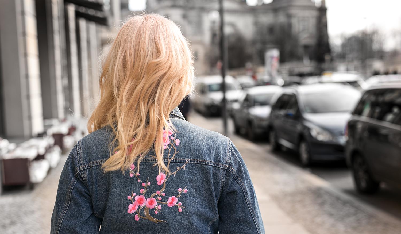 Jeansjacke Stickerei pink
