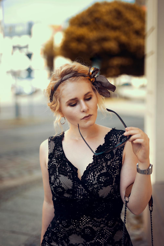 Christina Key Schwarzes Kleid aus spitze