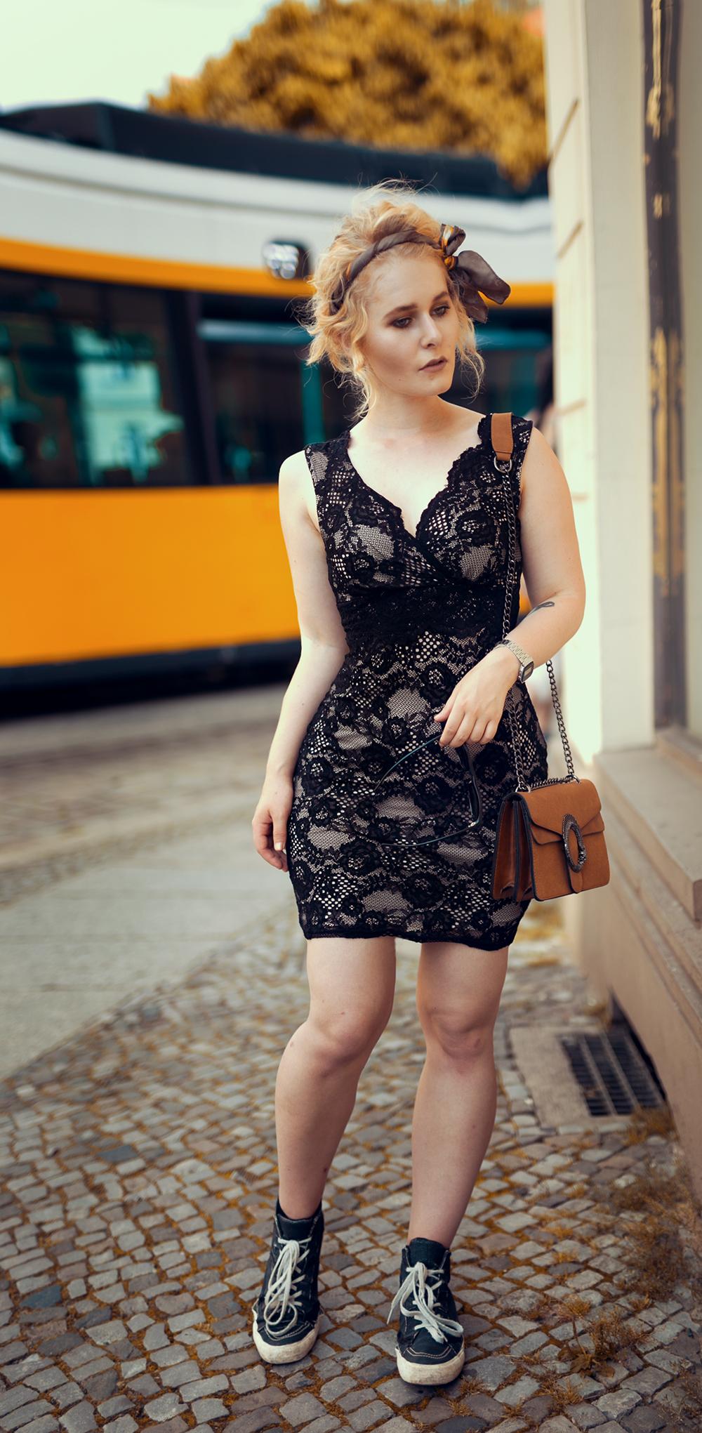 Christina Key schwarzes Spitzenkleid Outfit