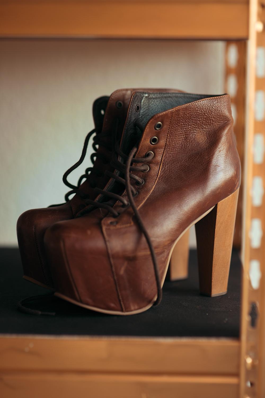 Jeffrey Campbell Schuhe auf DIY Regal