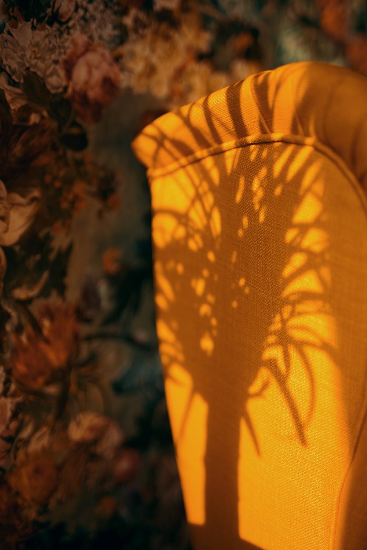 Schatten auf Sessel