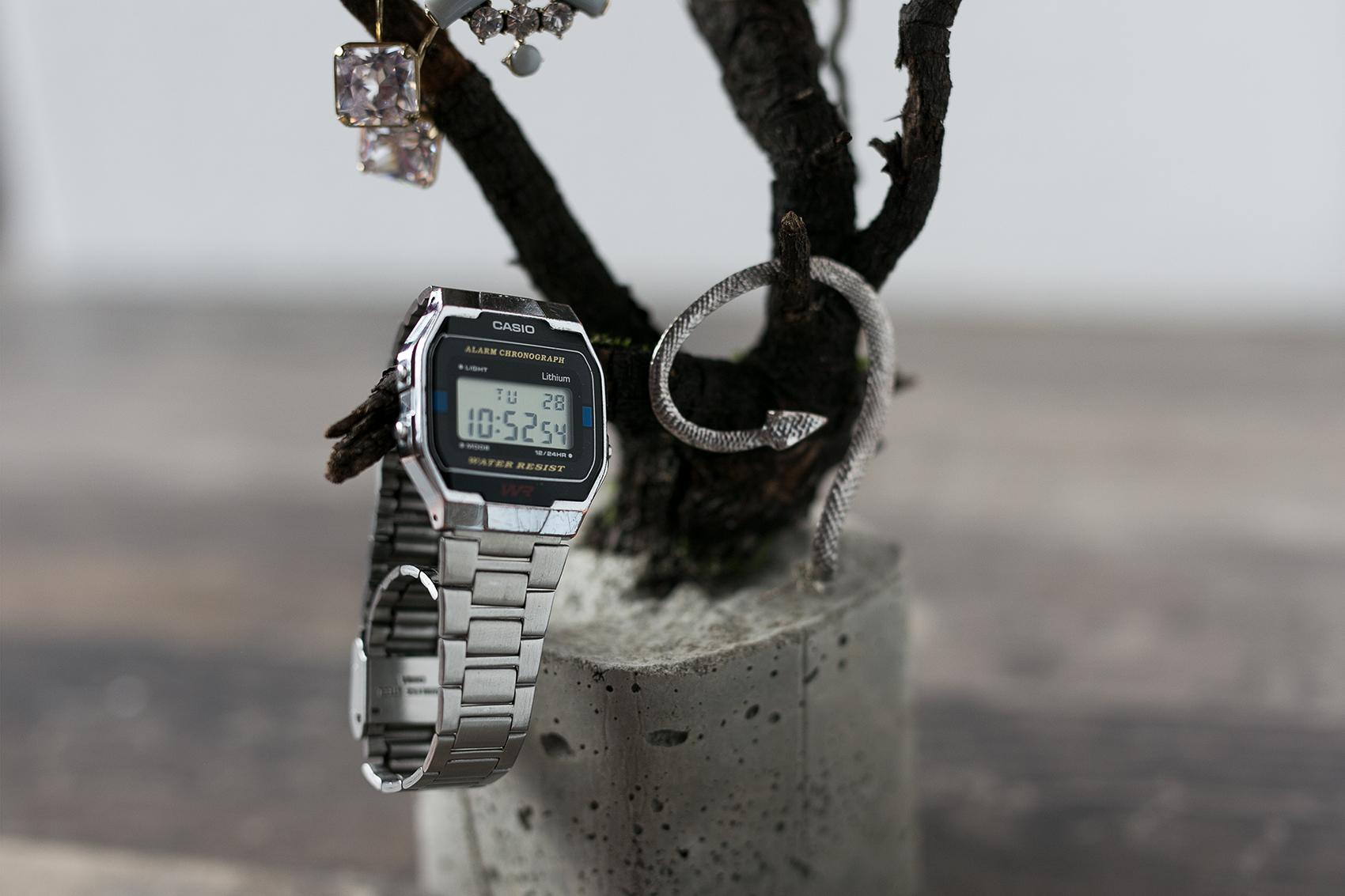 Casio Uhr auf Beton Baum DIY Projekt