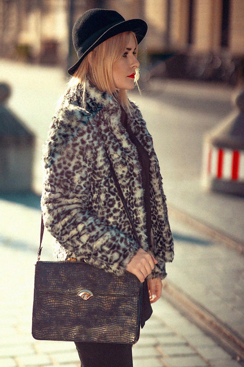 Fake Fur Mantel und Hut Herbst Outfit
