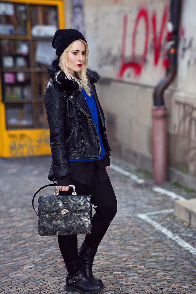 Herbst Outfit Lederjacke Mütze und Stiefel