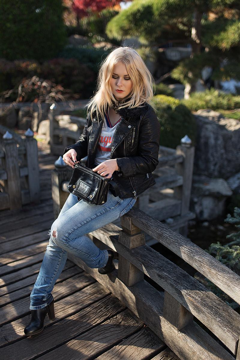 Jeans Lederjacke Stiefel Herbst Outfit
