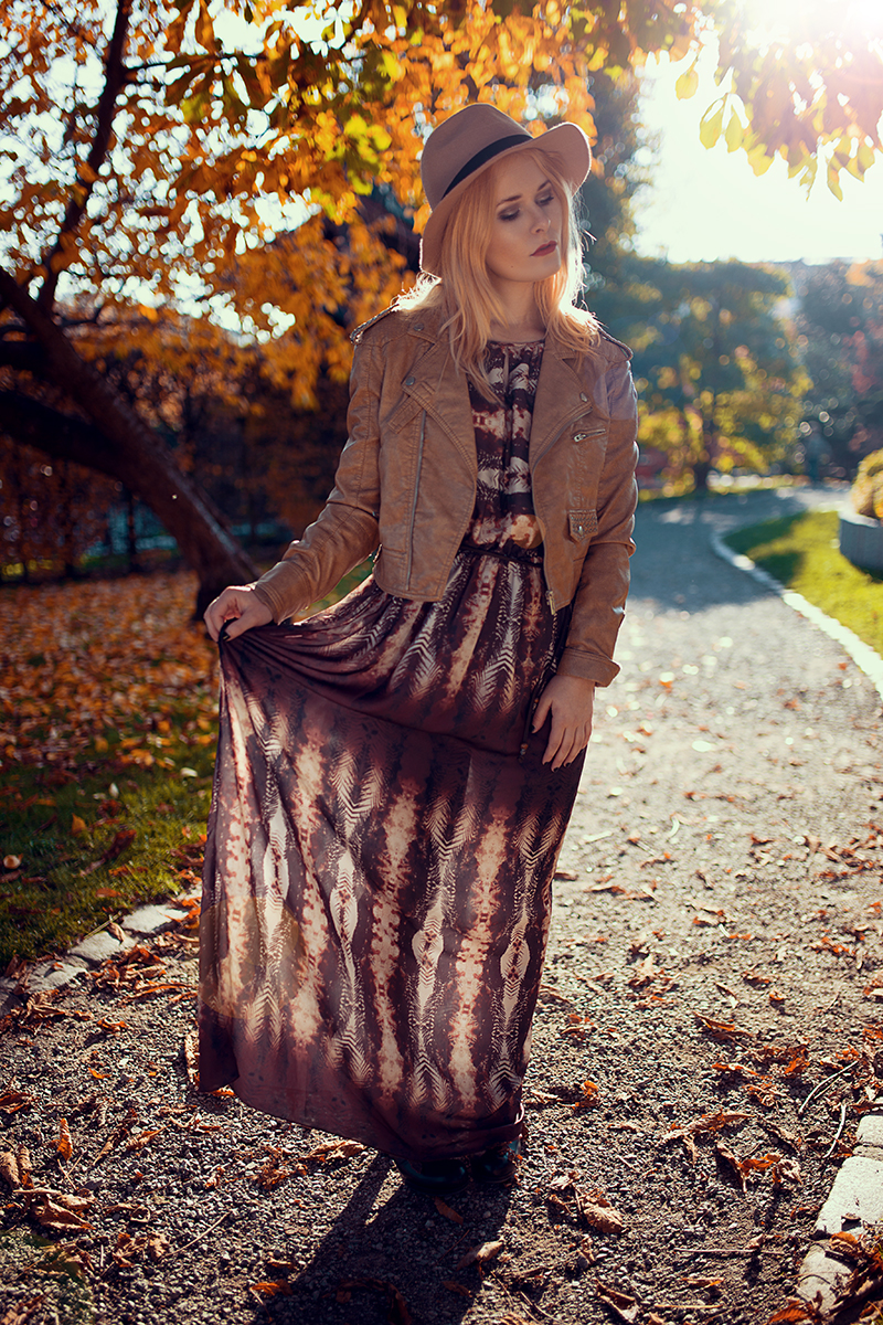 Maxikleid mit Hut Herbst Outfit