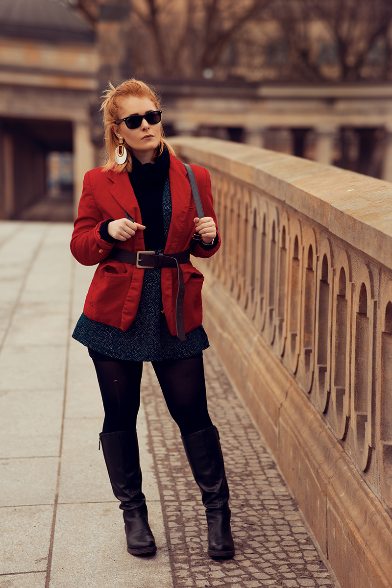 Roter Blazer Overknees Outfit