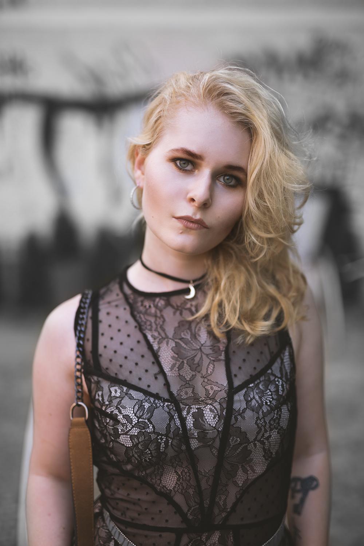 Spitzenkleid Lederjacke Outfit Christina Key