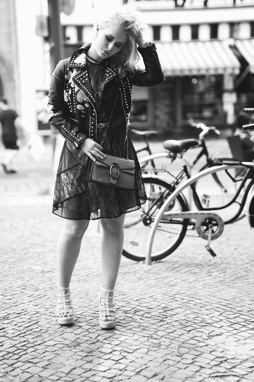 Spitzenkleid Lederjacke Outfit