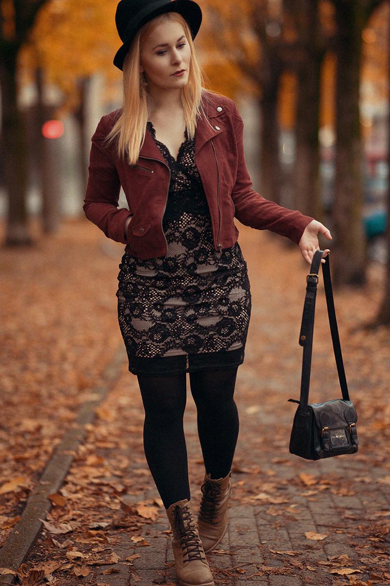 Spitzenkleid Wildlederjacke Herbst Outfit
