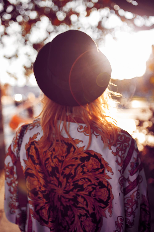 Vintage Bomberjacke Versace Chucks Hut Herbst Outfit